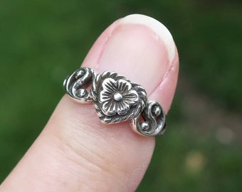 Vintage 925 Sterling Silver Flower and Yin Yang Ring