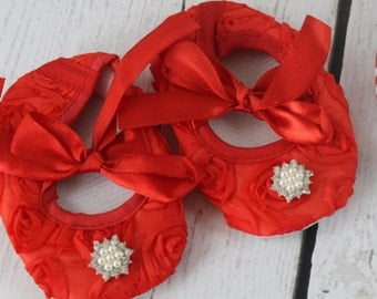 Red Baby Crib Shoes Red Roses Shoes Soft Soled Crib Shoes Newborn Shoes Baby Girl Crib Shoes Rosette Shoes Christmas Valentines Day Shoes