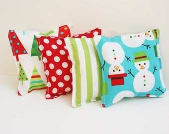 4 Christmas Bean Bags - WASHABLE Kids Beanbag Toss Game - 4 Inch - Christmas Activity for Children - Winter Snowman Beanbag Toys - Red Green