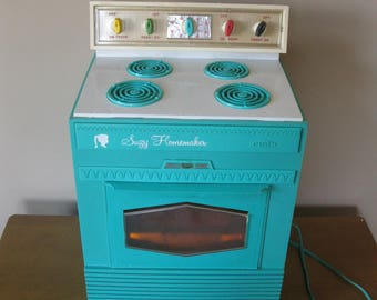 1960s SUZY HOMEMAKER electric oven -Working -original instructions- turquoise -plastic toy oven- vintage kitchen display -Topper Corp- #2001