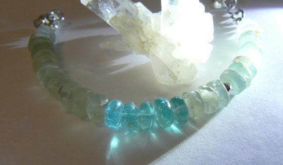Aquamarine apatite bracelet. Blue gemstone bracelet. Fashion boho bracelet. Apatite bracelet -Aquamarine jewelry - Women jewelry gift