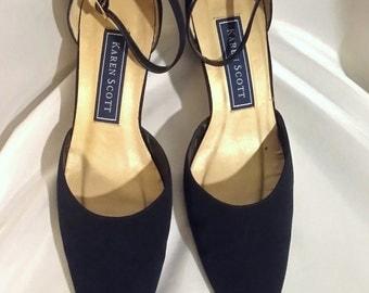 Shop closing Vintage shoes Navy blue pumps Karen Scott shoes