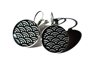 TRADITIONAL WAVE PATTERN Earrings - Hokusai - Japanese Wave Earrings - Dangle Earrings - Black and White - Gift Idea