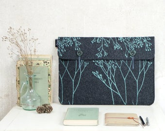 "MacBook Case 15"", Grey Laptop Bag in vegan Felt, Laptop Cover screenprinted Wild Plant Pattern, ooak Sleeve for 15in Mac"