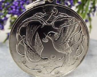 Vintage / 1979 Hallmarked Sterling Silver Peace Dove Birds Pendant Necklace 925