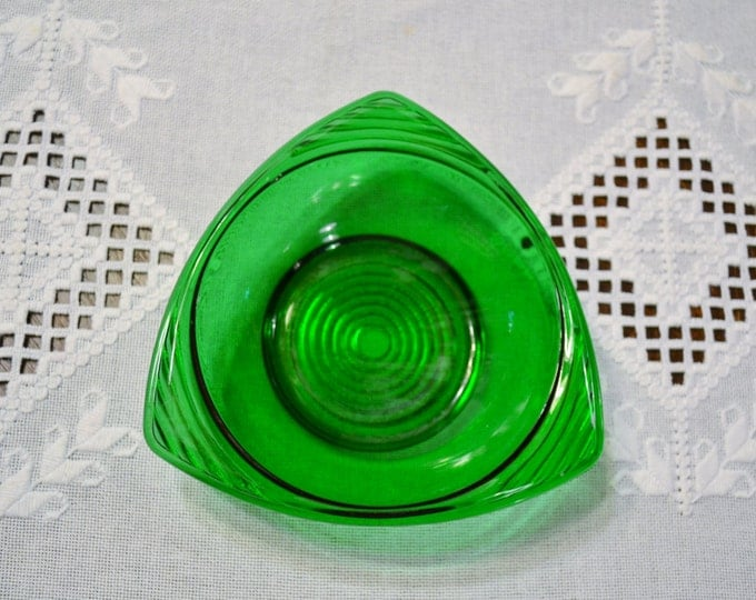 Vintage Green Glass Triangle Bowl Anchor Hocking Candy Dish Emerald Green Panchosporch