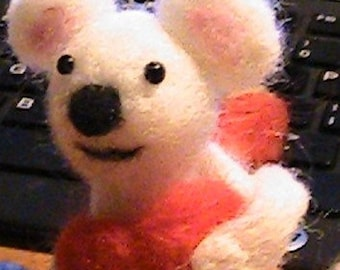 Needle Felted Valentine Mouse With Heart