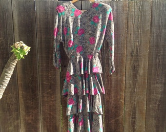 Vintage floral ruffled dress. Size small
