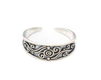 round toe ring in sterling silver