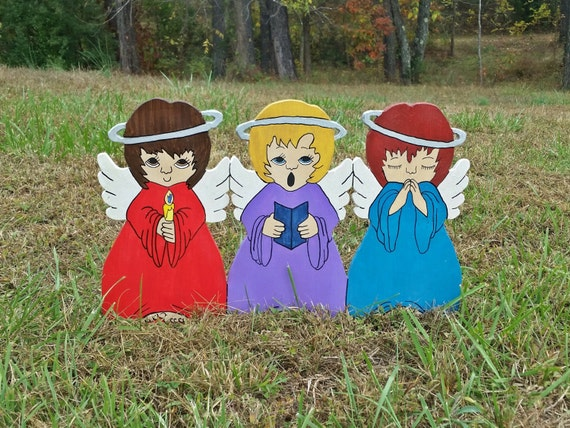 These sweet little angels will make a lovely addition to your Christmas yard display