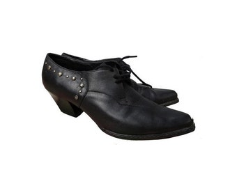 1980s french pointy metal toes laced up OXFORDS shoes // studded pointy laced up 80s oxfords // size eu 38- uk 5 - us 8.5