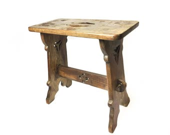 Craftsman early 1900s beautifully hand carved wooden, mission style stool.