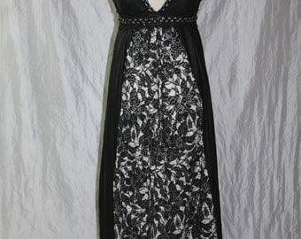 Maxi dress - Empire [black and white flower lace] - onesize - Gr. 36-42