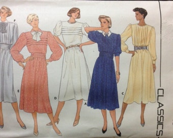 Butterick 3412 - 1980s Loose Fitting Dress with Blouson Bodice and Tuck Variations - Size 10