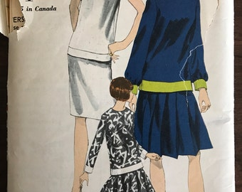 Vogue 6812 - 1960s Sleeveless or Long Sleeve Overblouse and Straight, Pleated or Flared Skirt - Size 14 Bust 34