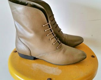 Women's Vintage Tan/Beige Lace Up Boots Size 7 Made in Brazil