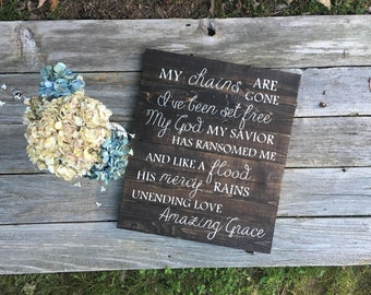 Amazing Grace Rustic Wooden Sign//Christmas gift idea//Gift for mom//Gift for grandma//gift for daughter//Living Room sign//Wall decor