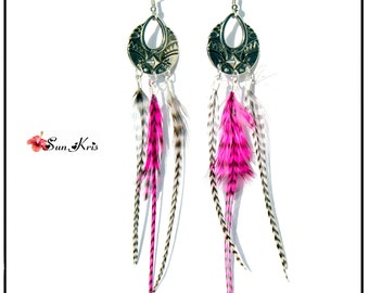 Earrings ethnic Bohemian, silver metal connectors and feathers of grizzly, Fuchsia, black, white cock