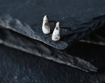 Silver Stud Earrings / Minimal Earrings / Petal Earrings