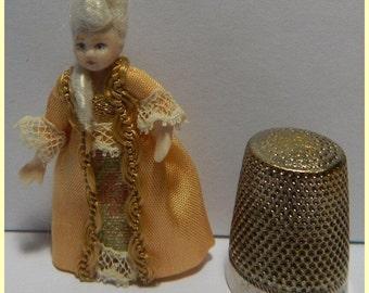 Little Marie, miniature porcelain doll( 4,4cm)