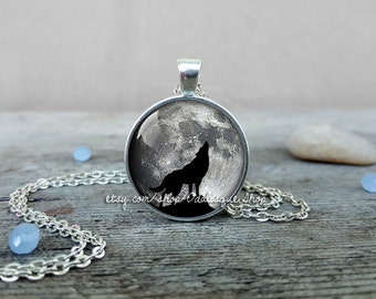 Howling wolf full moon pendant, wolf necklace, howling wolf pendant, howling wolf moon necklace, wolf jewelry, glass dome, CS254