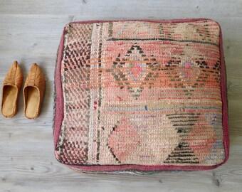 Otomano de Kilim Vintage marroquí Plaza PUF o una almohada de piso se desvaneció Tan color de rosa