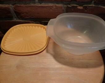 Vintage Tupperware bowl with lid, Vintage Tupperware 840 bowl with lid, 1980 prop, 1980 Tupperware.