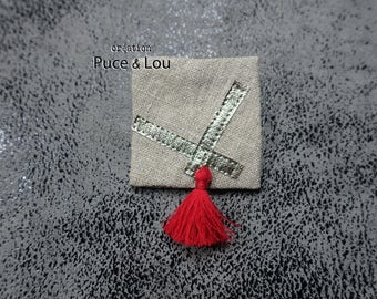 pretty pin red Pompom