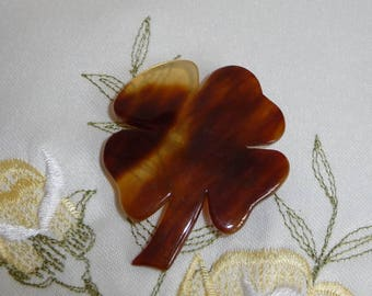 A Lovely Vintage 1940's Carved Faux Tortoiseshell Early Plastic Lucky Four Leaf Clover / Shamrock Brooch