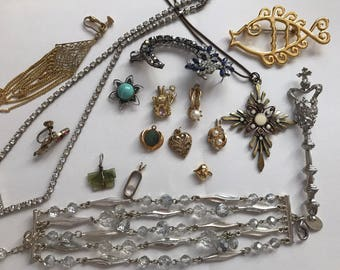 Lot of vintage jewelry for arts and crafts
