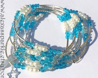 Sky blue and faux pearl beaded bracelets with silver plated charms - Semanario de cristal azul cielo y perlas con dijes de chapa de plata