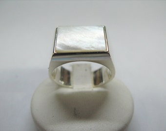 rectangular mother of Pearl stone ring made of Silver 925