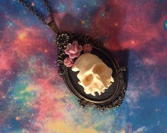 Necklace skull rose pink human