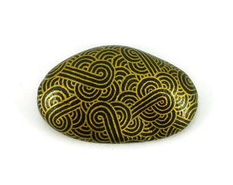 Black decorative painted stone with metallic gold zentangle, abstract painted pebble, modern and unique art object, ooak, original gift idea