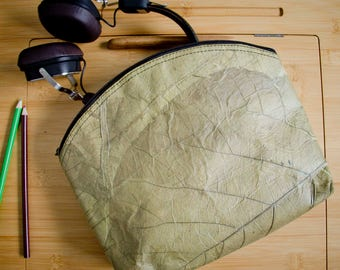 Bag with Zipper, made from recyceled and laminated leaves