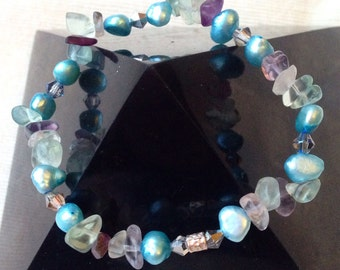 Dancing Blues. Pearl and Fluorite bracelet pure silver bead.