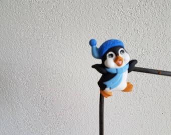 Ceramic Penguin with cap facing right Magnet (#895)