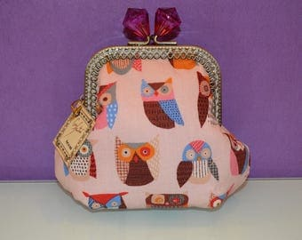 Cloth purse and kiss clasp