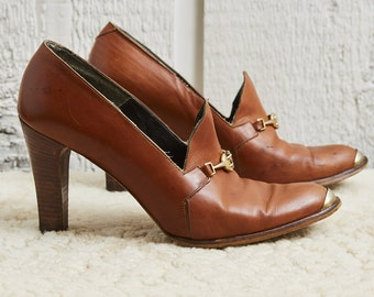 70s Nikle's Orange Brown Leather and Brass Bit and Toe Cap Loafer Heels •  8.5