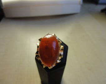 YELLOW GOLD RING with carnelian cabochon