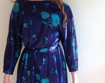 Vintage dress size 10/12 blue with floral leaf design