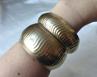 Vintage 70s Two Wide Brass Bangles Set,Ribbed Brass Bangles,Polished Brass,Bohemian Bracelets,Hippy Bracelets,Made in India,Gold Tone Brass