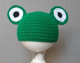 crocheted green frog hat with attached eyes for babies