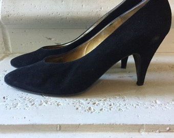 EVERYTHING ON SALE Bruno Magli ~ Vintage Black Suede Pumps ~ Size 8 1/2 Aa
