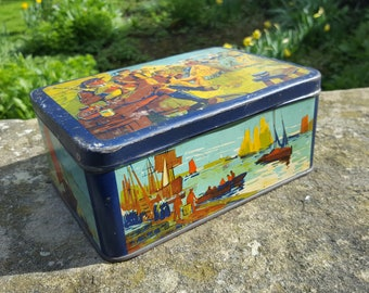 French Biscuit Tin / Vintage tin / Traditional images / Vintage Biscuit Tin / French Tin / Kitchenalia