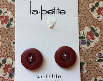 """Vintage 2 New Maroon Dark Red Round Buttons 5/8"""" Plastic by la petite"""