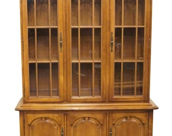 """THOMASVILLE Post Road Collection 52"""" Maple China Cabinet 750-19"""