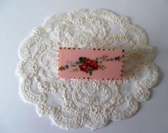 Vintage  costume jewellery brooch. Plastic floral brooch. Retro brooch