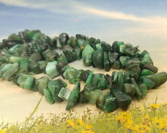 Emerald Natural polished Nugget Chip Beads 6 - 10 mm / Green Gemstone Irregular Cut Beads Freeform Emerald Gemstone Beads / set of 10
