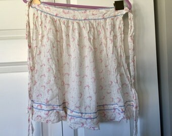 Vintage delicate floral half apron pretty and feminine apron red white blue apron